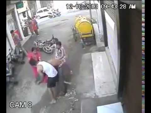 chain snatching caught on cctv | chain snatchers in India | Caught on CCTV