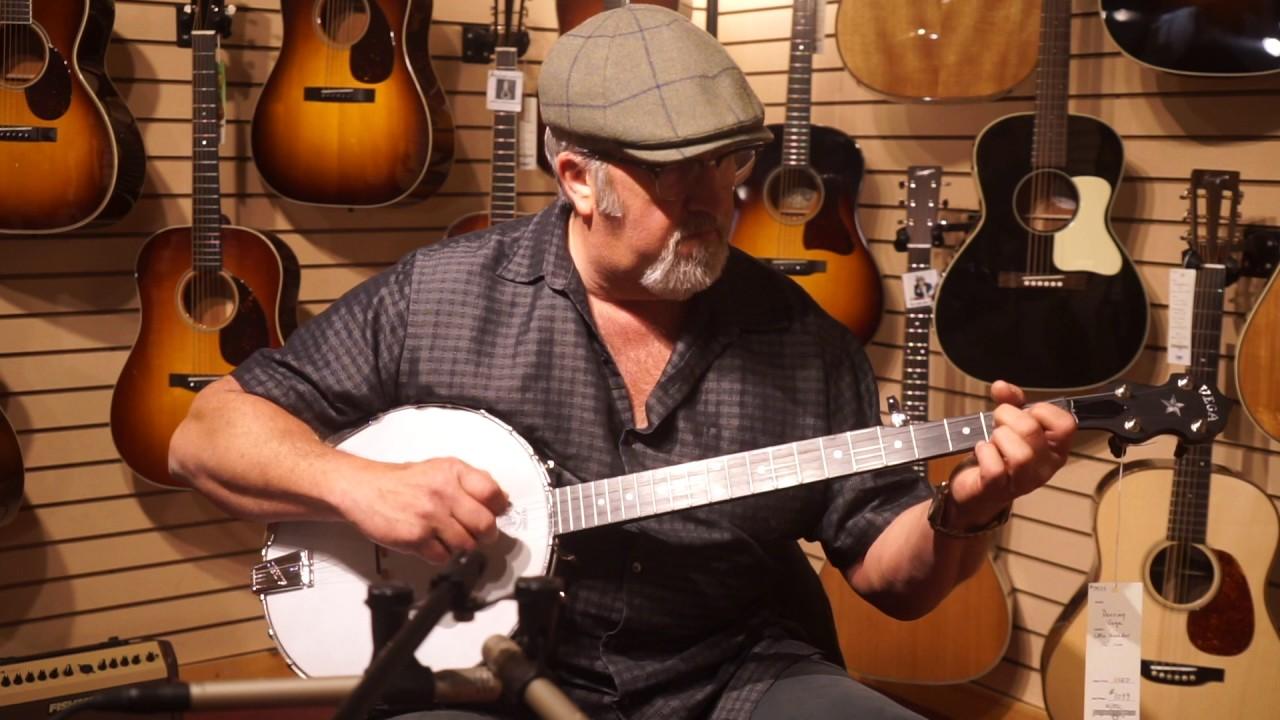 Rik Barron plays the USED Deering Vega Little Wonder with 12 Inch Rim 0953