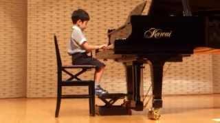 ピアノを始めてから1年半、2回目の発表会参加です。 昨年は先生と一緒...