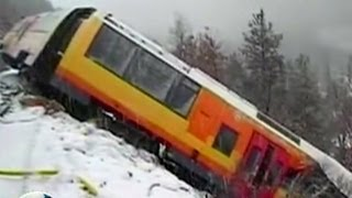 Tumbling rock derails Train in French Alps