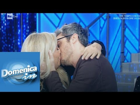 """""""Il bacio"""" tra Pif e Mara Venier - Domenica in 17/03/2019"""