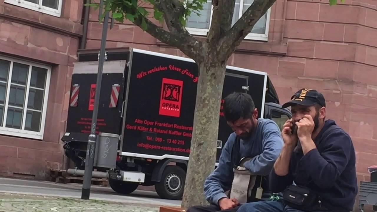 Frankfurt obdachlos youtube for Modedesigner frankfurt