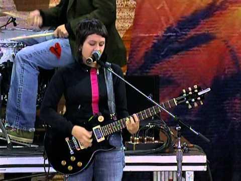 Tegan and Sara - I Know I Know I Know (Live at Farm Aid 2004)