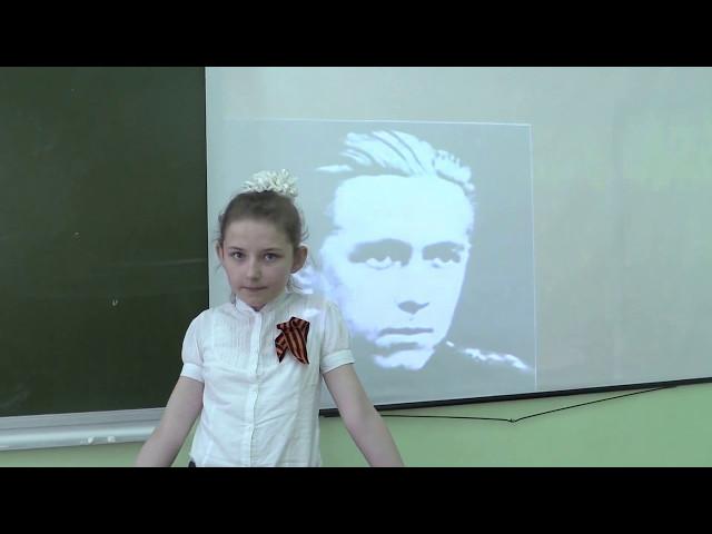 Изображение предпросмотра прочтения – ЕкатеринаШишкина читает произведение «Майор привез мальчишку на лафете» К.М.Симонова