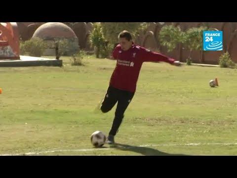 مصري يصبح أكبر لاعب كرة قدم محترف في العالم بعمر 74 عاما  - نشر قبل 2 ساعة