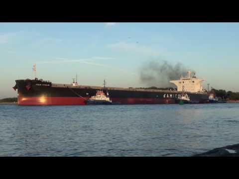 Bulk Carrier CIELO D'ITALIA - Smoky Departure from Świnoujście (PL)