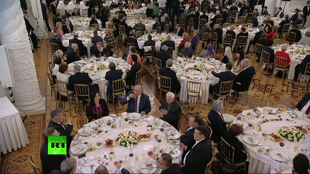 Путин вручает премию за вклад в укрепление единства российской нации