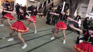 新宿駅Flags前で行われたULTRAGIRL(ウルトラガール)路上の様子です。