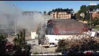 In fiamme il tetto di un auditorium a Roma