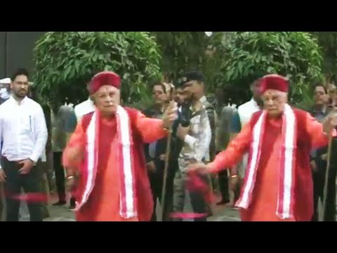 Murli Manohar Joshi gets angry during ribbon-cutting ceremony in Kanpur | Oneindia News