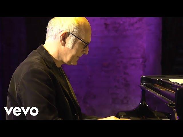 Ludovico Einaudi - Nuvole Bianche (Official Music Video)