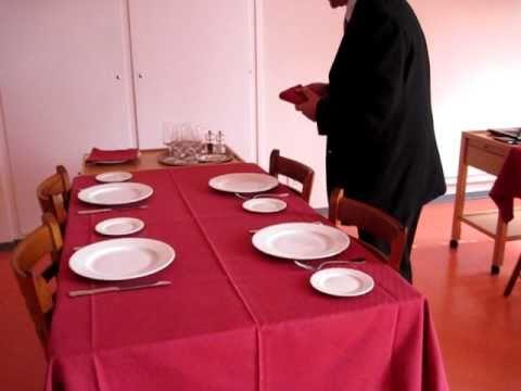 Mise en place la carte d 39 une table avi youtube - Mise en place table restaurant ...