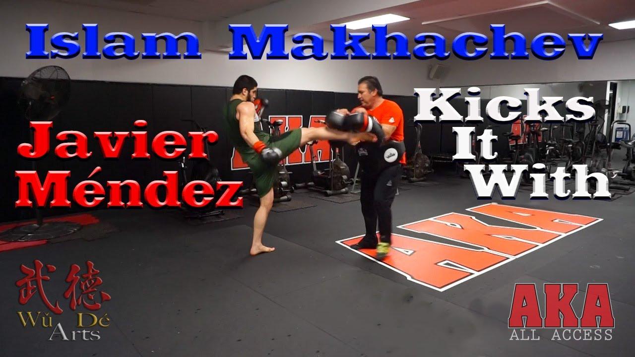 Islam Makhachev Kicks It with Javier Méndez Ислам Махачев пиная с Хавьера Мендеса