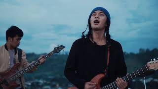 Perfect Average - Blue Moon (Official Music Video)