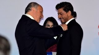 Shah Rukh Khan Receives