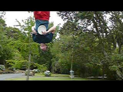 Simon Lizotte's 17-metre Spinning Jump Putt at Bella Rakha DGC, NZ.