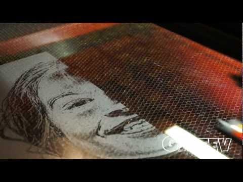Лазерная гравировка фото на стекле/Laser photo engraving on glass