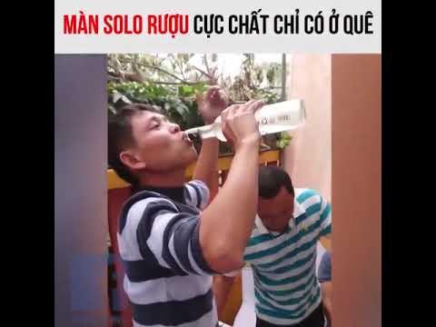 Two men drink each other, once 550ml - Màn solo uống rượu trong đám cưới