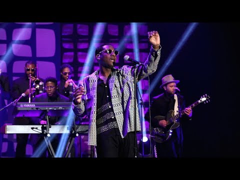 Leon Bridges Performs 'Bad Bad News'