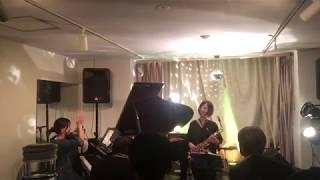 2017.10.8 四軒茶屋にて ピアノとうた:岡田彩香 サックス:アシタカアヤコ.