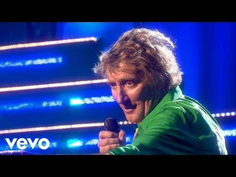Lisa St. Regis - Watch Rod Stewart Surprise a Fan With A personal Commercial on TV