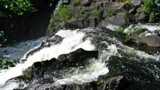 видео Водопад Кивач – третий по величине равнинный водопад в Европе. Место, которое полюбили не только худ... : Факт №3348 : Факты о России
