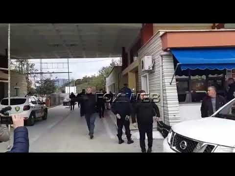 Gazetari i Fax News Sokol Dema nuk lejohet të filmojë, nisin shoqërimet në Kakavijë