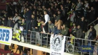 Fenerbahçe tribünü salondan çıkmayarak, Kaptan Eda Erdem'e sevgisini dile getirir
