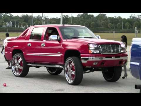 Cadillac Dts On 22 Lexanis And Chevrolet Avalanche On 28s