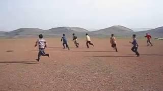 Beydili Köyü gençleri Kassılının Harman yerinde maç yaparken.