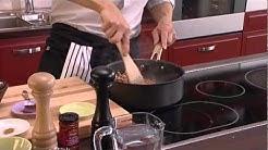 Jauhelihakastike stroganovin tapaan ja tomaatti-sipulisalaatti intialaisittain