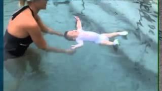 Обалдеть Малыш в бассейне