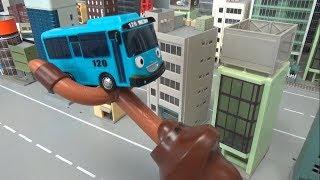 꼬마버스 타요 버스 날라가기 장난감 놀이 Tayo Th…