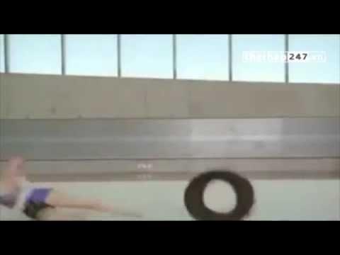 VIDEO  Tai nạn hài hước và bất ngờ của nữ VĐV thể dục dụng cụ