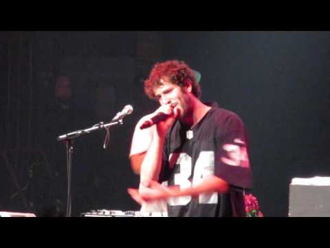 "Lil Dicky - ""Pillow Talking"" (Live in Providence)"