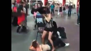 DE TANTO BAILAR, SE LE SALE TODO - Viral World - Videos Virales 2016