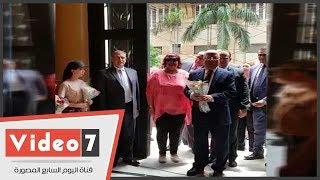 وزير الثقافة يفتتح مهرجان الأوبرا الصيفى وكورال الأطفال يستقبلون الوزير على مسرح أوبرا الإسكندرية