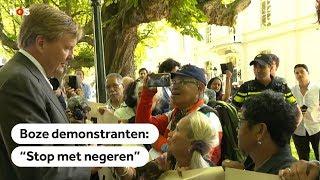 Koning Willem-Alexander oog in oog met woedende demonstranten in Den Haag