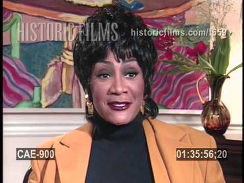 Patti LaBelle, Aretha Franklin talk about being booed on Amateur Night at the Apollo, 1995 interview
