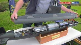 HOW DO RADIO CONTROLLED (RC) SUBMARINES WORK ?
