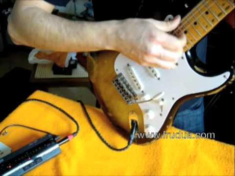 How to keep your Strat tremolo in tune  Frudua Way - www frudua com