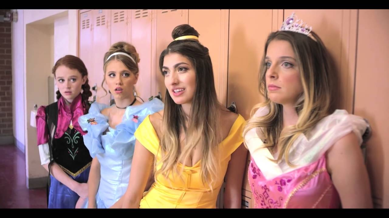 Elsa Vs Anna Real Life Disney Princess Movie Disney