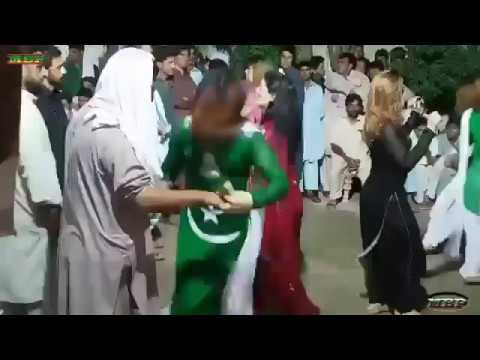 Pashto New Dance 2017 With Laila Khan Song   Khkule Me Khanda