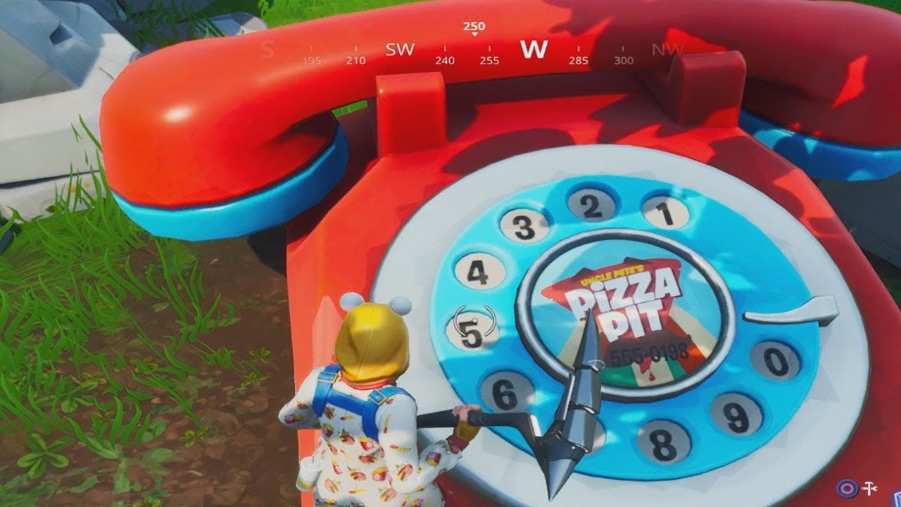 dial the pizza pit number on the big telephone east of the block fortnite battle royale - numero della pizza fortnite
