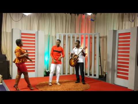 Crespo the poet's live performance @ Gtv (Ghana television) Breakfast show