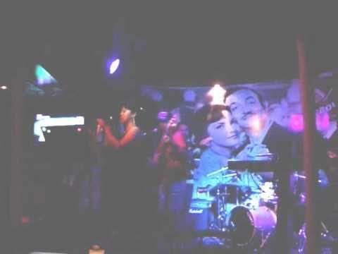 """Shere canta """"Colgando en tus manos"""" (Karaoke)"""