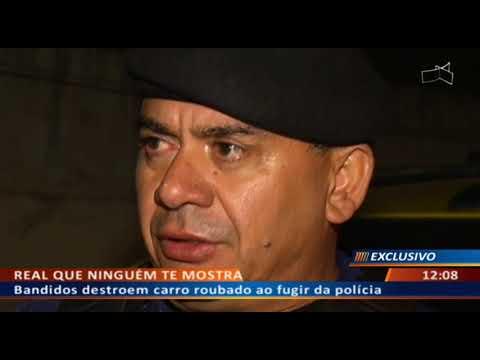 DFA - Bandidos destroem carro roubado ao fugir da polícia