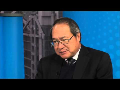 LEI Chairman Ralph Baxter talks with Lucien Wong of Allen & Gledhill