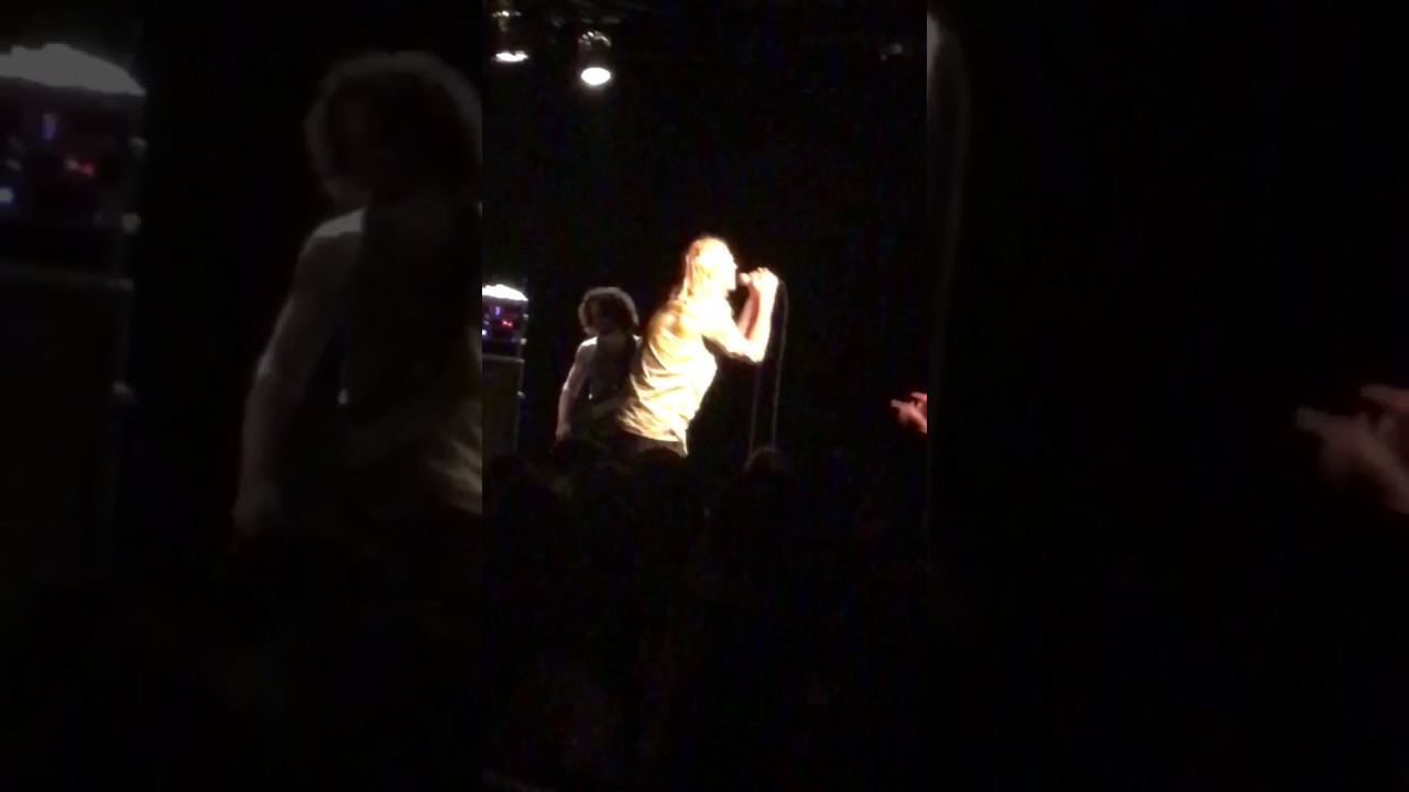 PUDDLE OF MUDD's Wes Scantlin Chews Out Drummer And Walks Offstage Mid-Show