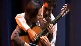 Xem video clip Clip chơi guitar bốn tay - Video hấp dẫn - Clip hot - Baamboo.com.flv